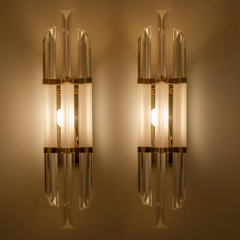 1 of the 2 Pairs of Venini Style Murano Glass and Brass Sconces, Italy For Sale 3