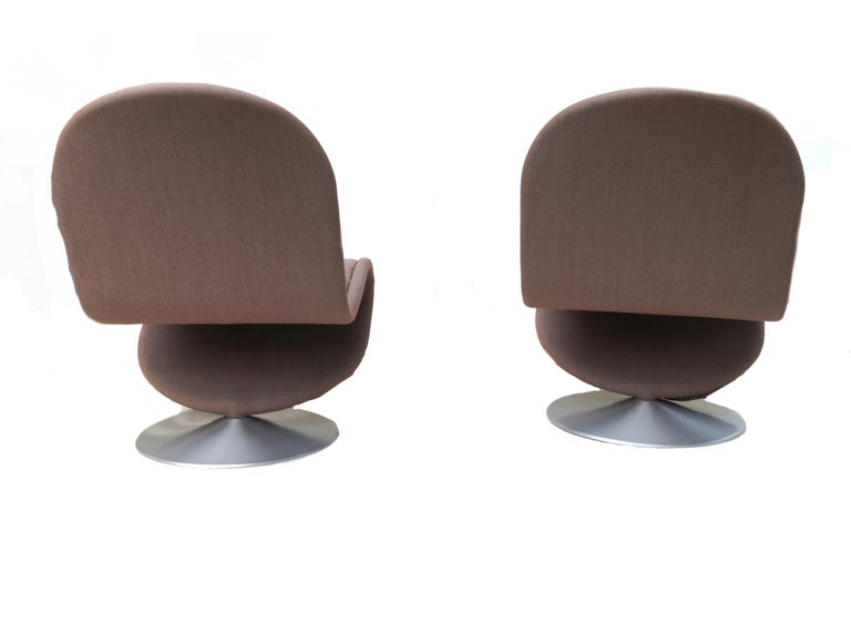 Danish Pair of Verner Panton Tufted 123 Lounge Chairs For Sale