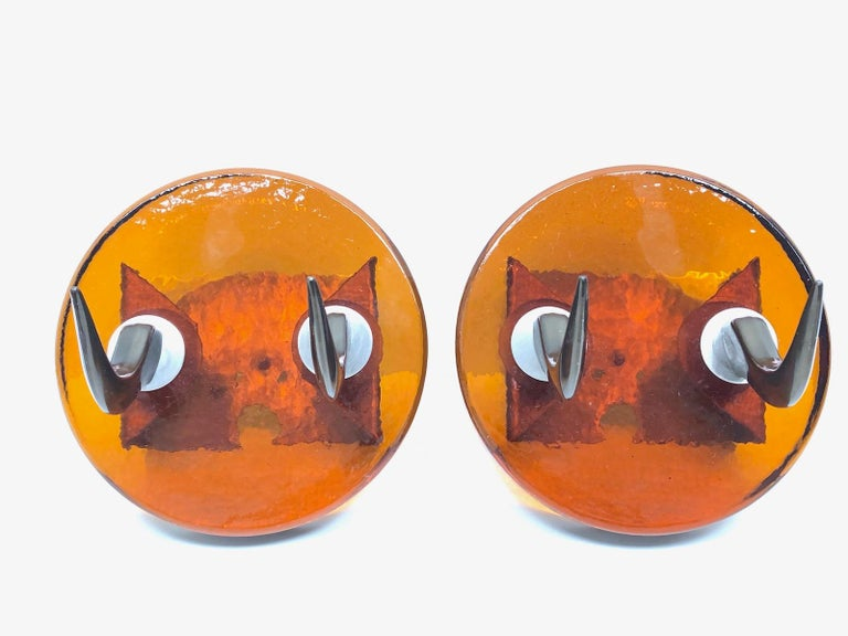 Lot of two 1970s wall hooks made of very heavy textured glass, with metal Cow Horn style attachments. Nice addition to your room, entry hall or man cave. Cow horns made of anodised metal. They are in used condition, with scratches and a nice patina.
