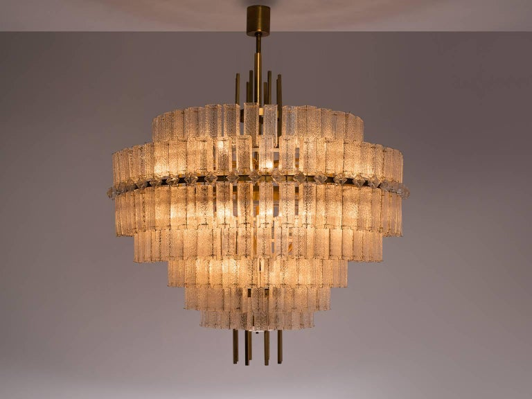 Mid-Century Modern Pair of Very Large Circular Chandeliers in Brass and Structured Glass For Sale