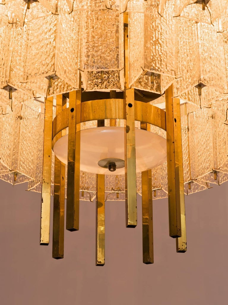 Pair of Very Large Circular Chandeliers in Brass and Structured Glass In Good Condition For Sale In Waalwijk, NL