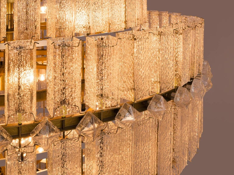 Pair of Very Large Circular Chandeliers in Brass and Structured Glass For Sale 1