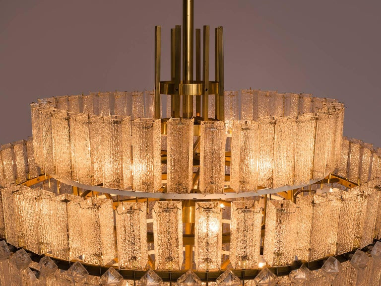 Pair of Very Large Circular Chandeliers in Brass and Structured Glass For Sale 2