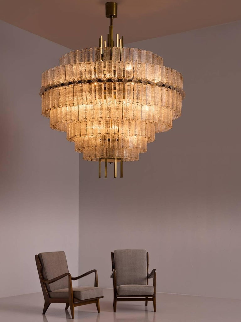 Pair of Very Large Circular Chandeliers in Brass and Structured Glass For Sale 3