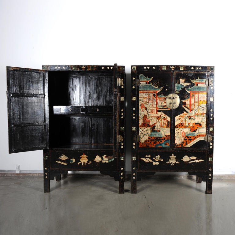 Pair of Very Unusual and Rare 18th Century Chinese Qing Dynasty Cabinets In Good Condition For Sale In Nordhavn, DK