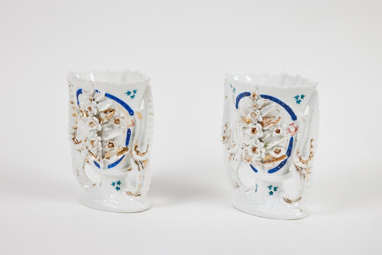 Pair of Victorian Porcelain Mantel Vases In Good Condition For Sale In Pasadena, CA
