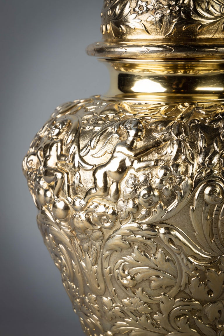 Pair of Victorian Silver Gilt Covered Ginger Jars In Good Condition For Sale In New York, NY