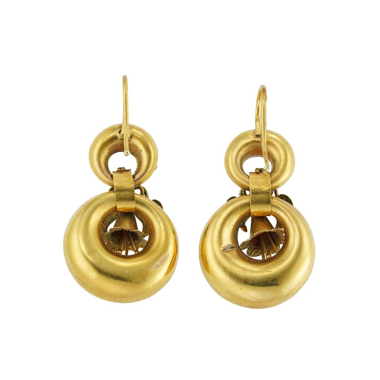 Pair of Victorian Yellow Gold Earrings In Good Condition For Sale In London, GB