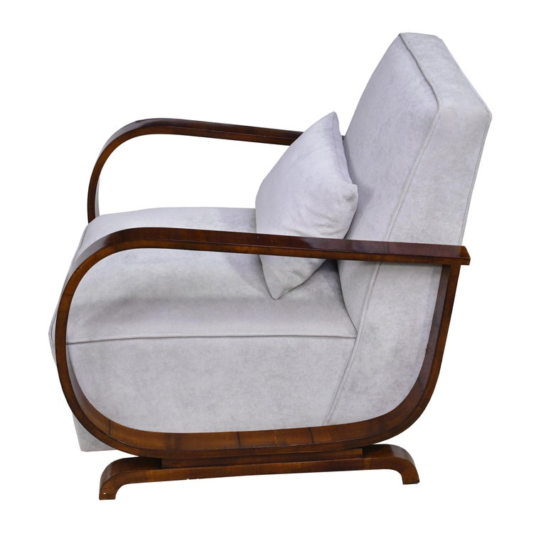 Early 20th Century Pair of Viennese Art Deco Armchairs in Walnut with Grey Upholstery, Austria For Sale
