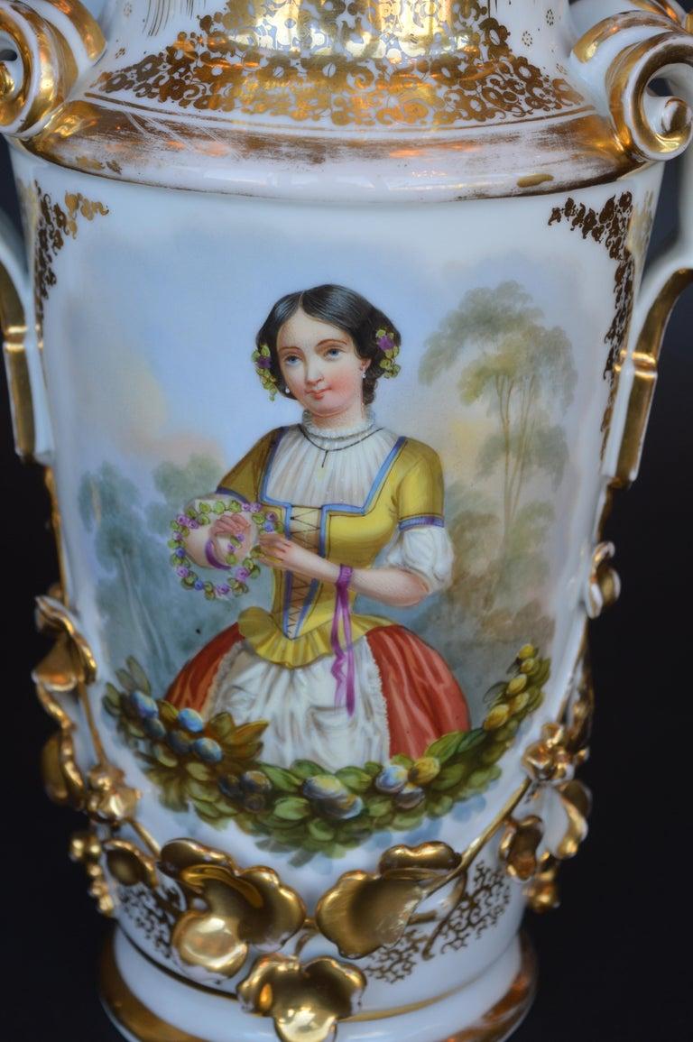 French Pair of Vieux Paris Gilt Porcelain Vases For Sale