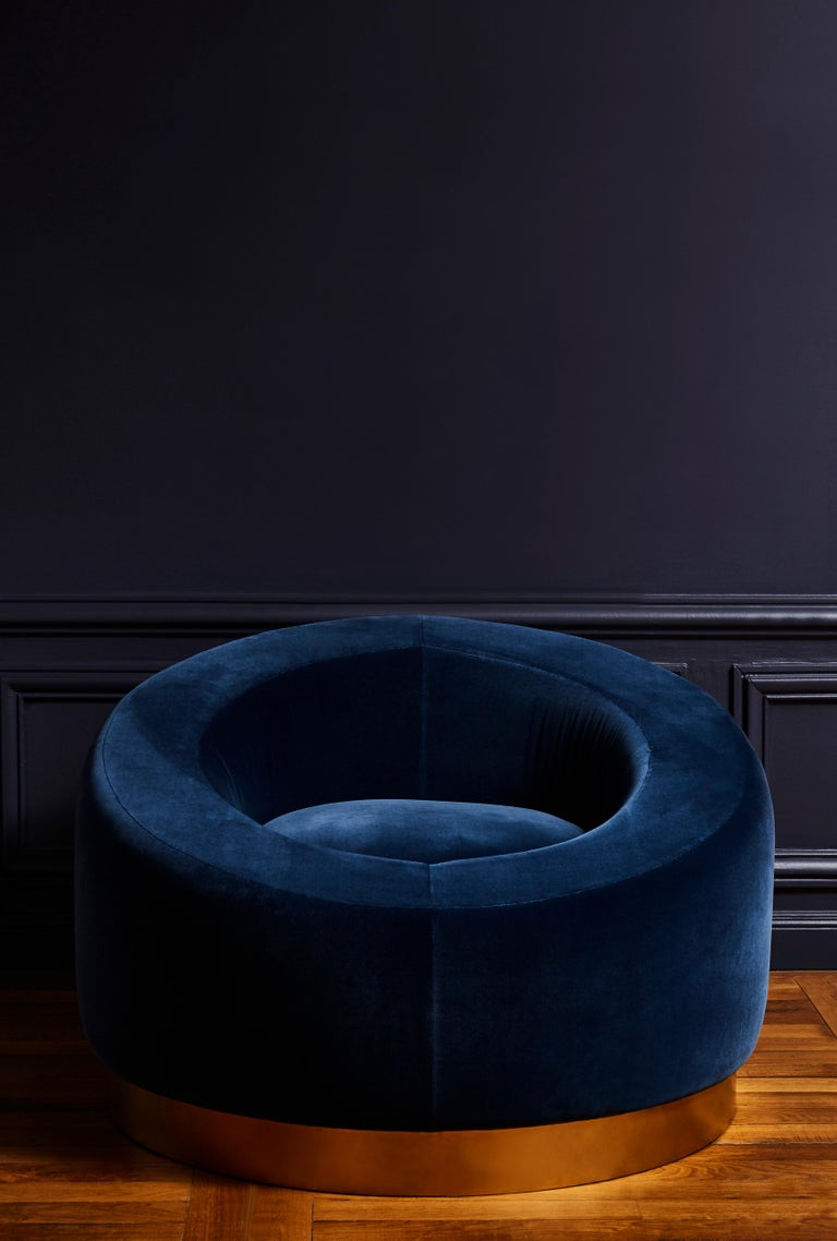Pair of elegant italian armchairs restored and upholstered with a blue velvet,  Italy, 1970s.