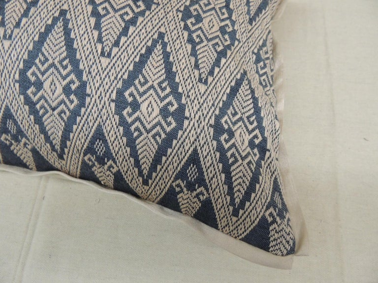 Laotian Pair of Vintage Blue and Beige Asian Silk Woven Lumbar Decorative Pillows For Sale