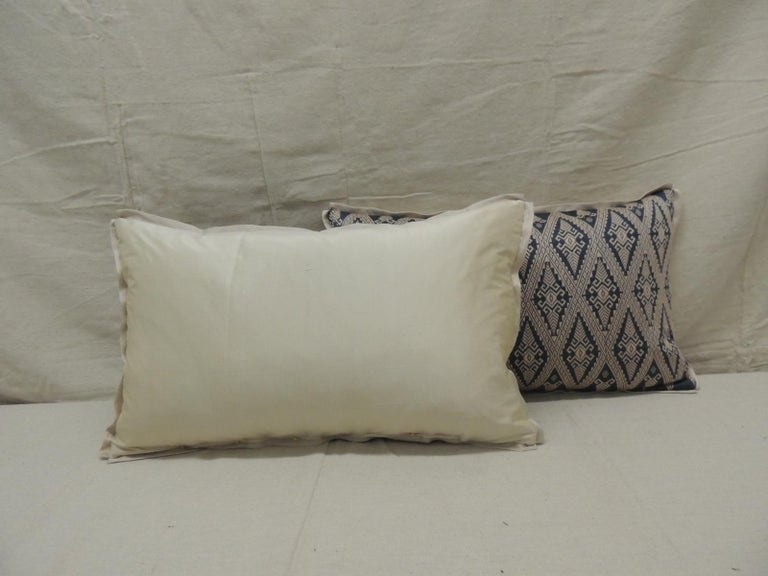 Hand-Crafted Pair of Vintage Blue and Beige Asian Silk Woven Lumbar Decorative Pillows For Sale