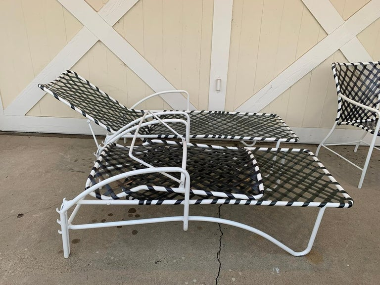 Pair of Vintage Brown Jordan Lido Chaise Lounges with Vinyl Straps In Good Condition For Sale In Los Angeles, CA
