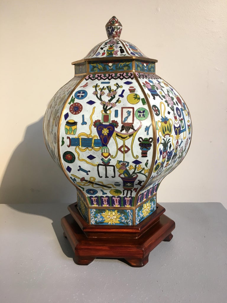 Pair of Vintage Chinese White Cloisonné Hexagonal Covered Vases, 1950s In Good Condition For Sale In Austin, TX