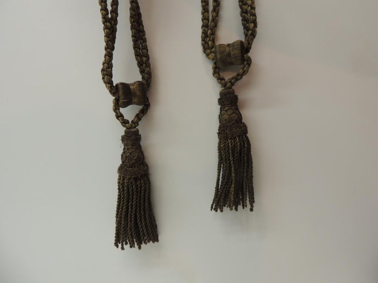 Late Victorian Pair of Vintage Decorative Gold Tassels with Rope For Sale