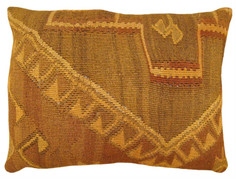 Pair of Vintage Decorative Turkish Kilim Oriental Rug Pillows In Good Condition For Sale In New York, NY