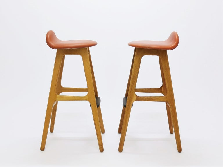 Mid-Century Modern Pair of Vintage Erik Buch Bar Stools Model OD61 in Oak and Rosewood For Sale