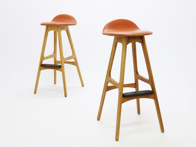 Pair of Vintage Erik Buch Bar Stools Model OD61 in Oak and Rosewood For Sale 1