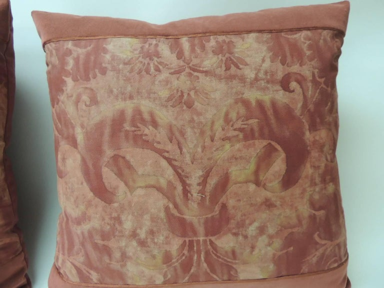 """Italian Pair of Vintage Fortuny """"Glicine"""" Pattern Red and Silvery Decorative Pillows For Sale"""