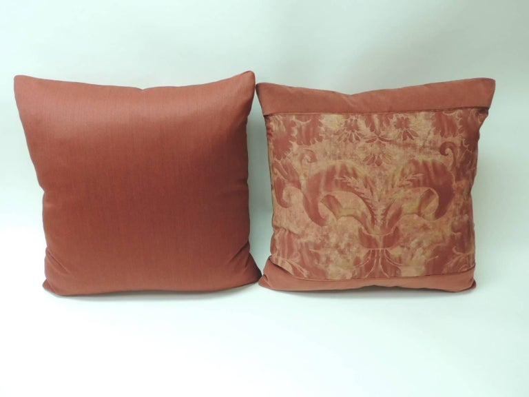 """Pair of Vintage Fortuny """"Glicine"""" Pattern Red and Silvery Decorative Pillows In Good Condition For Sale In Fort Lauderdale, FL"""