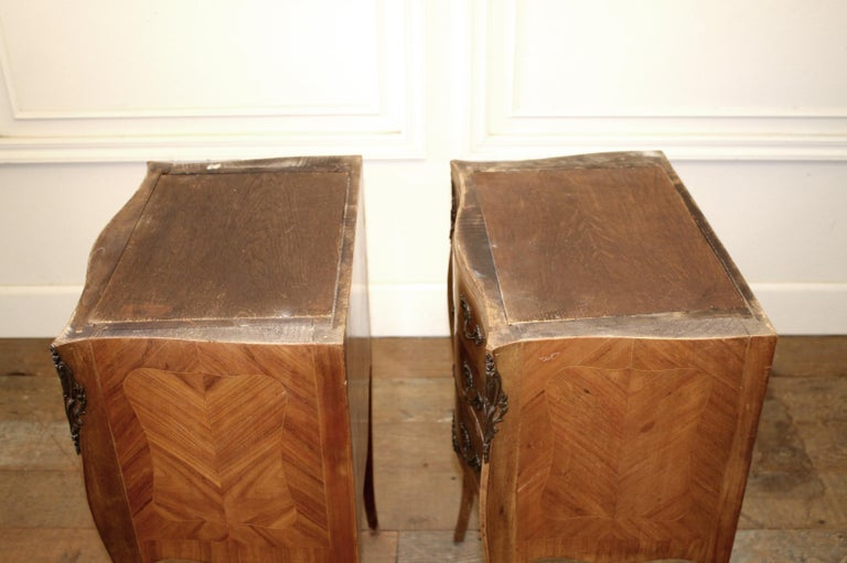 20th Century Pair of Vintage French Louis XV Style Wood Nightstands with Marble Tops For Sale