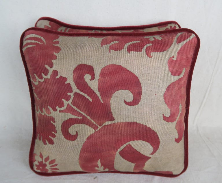 Pair of Vintage Glicine Patterned Fortuny Pillows In Good Condition For Sale In Los Angeles, CA