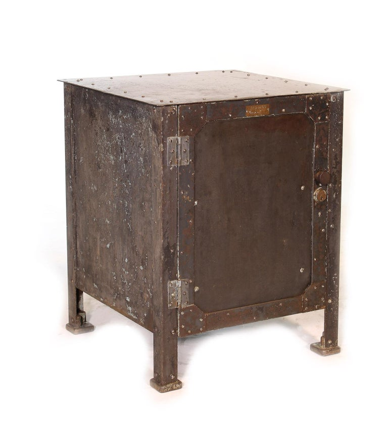 Pair of Vintage Industrial Bedside Tables / Nightstands In Distressed Condition For Sale In Oakville, CT