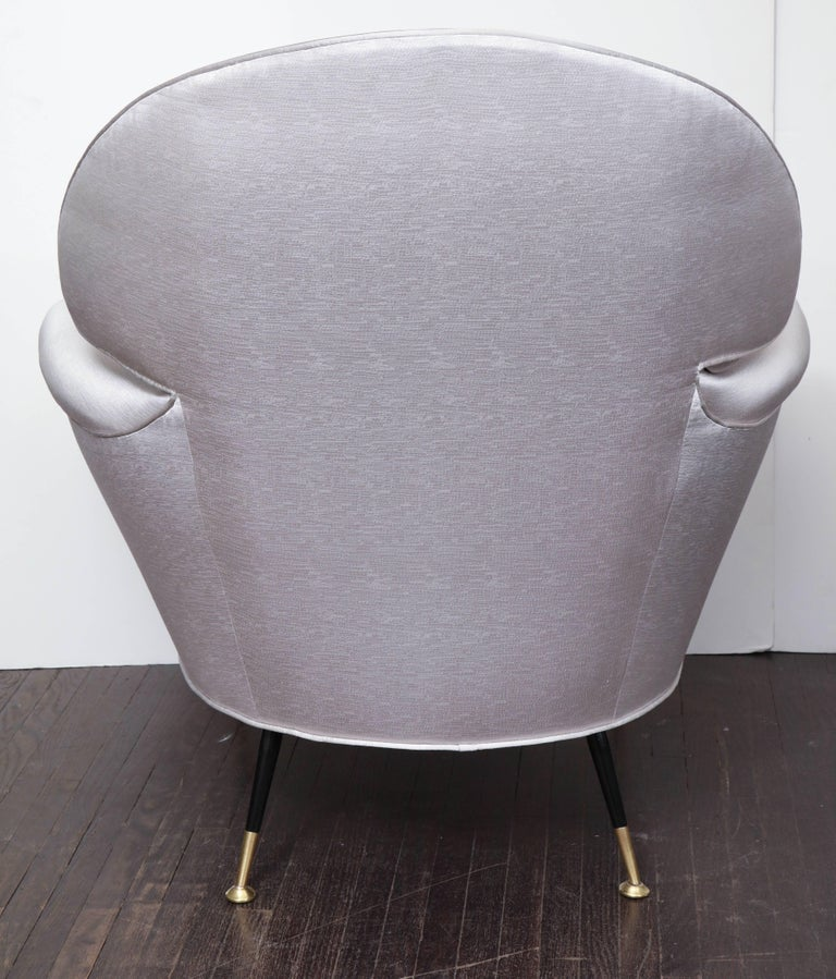 Pair of Vintage Italian Arrow Head Chairs Upholstered in Platinum Satin For Sale 1