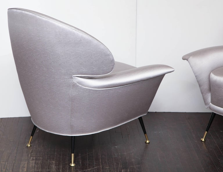 Pair of Vintage Italian Arrow Head Chairs Upholstered in Platinum Satin For Sale 2