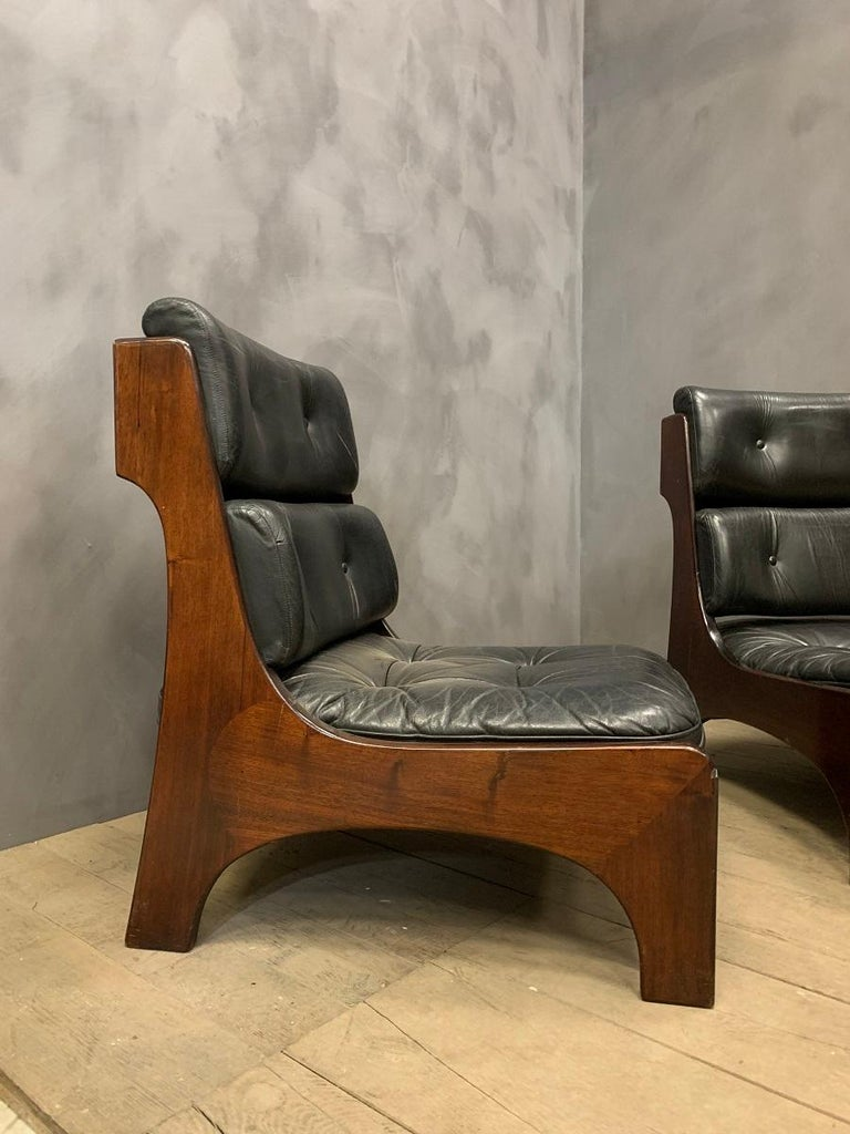 A high quality pair of Italian lounge chairs, circa 1970. Hand assembled in solid rosewood and leather these chairs resonate stylish Italian craftmanship and design.