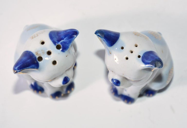 Pair of Vintage Kitty Salt and Pepper Shakers In Good Condition For Sale In Great Barrington, MA