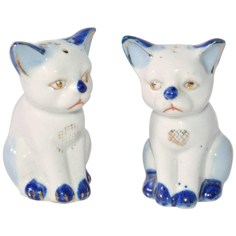 Pair of Vintage Kitty Salt and Pepper Shakers For Sale