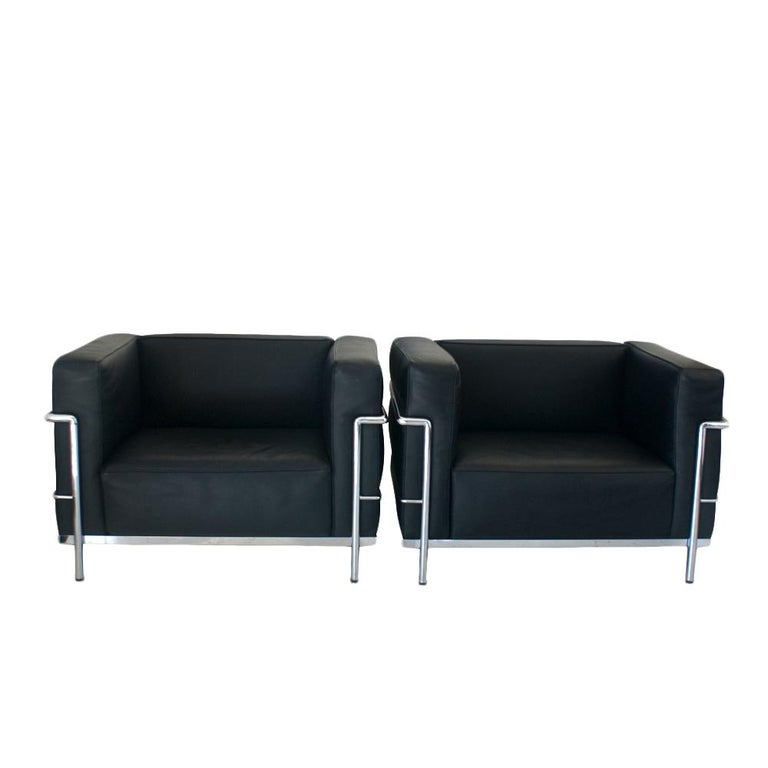 Mid-Century Modern Pair Of Vintage Le Corbusier LC3 Chairs For Sale