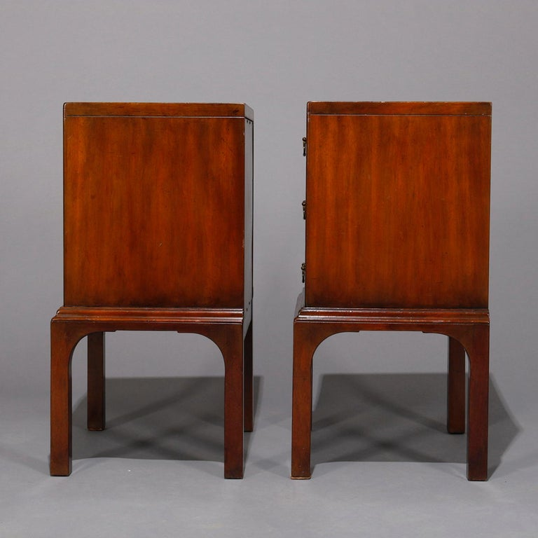 Pair of Vintage Mahogany Kittinger Chinese Chippendale Stands, circa 1950 In Good Condition For Sale In Big Flats, NY