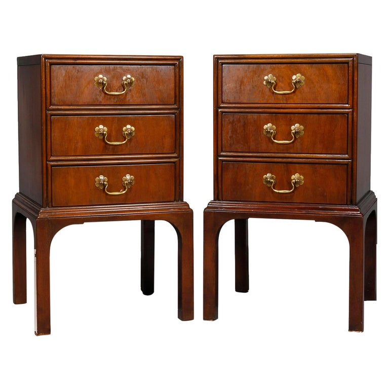 Pair of Vintage Mahogany Kittinger Chinese Chippendale Stands, circa 1950 For Sale