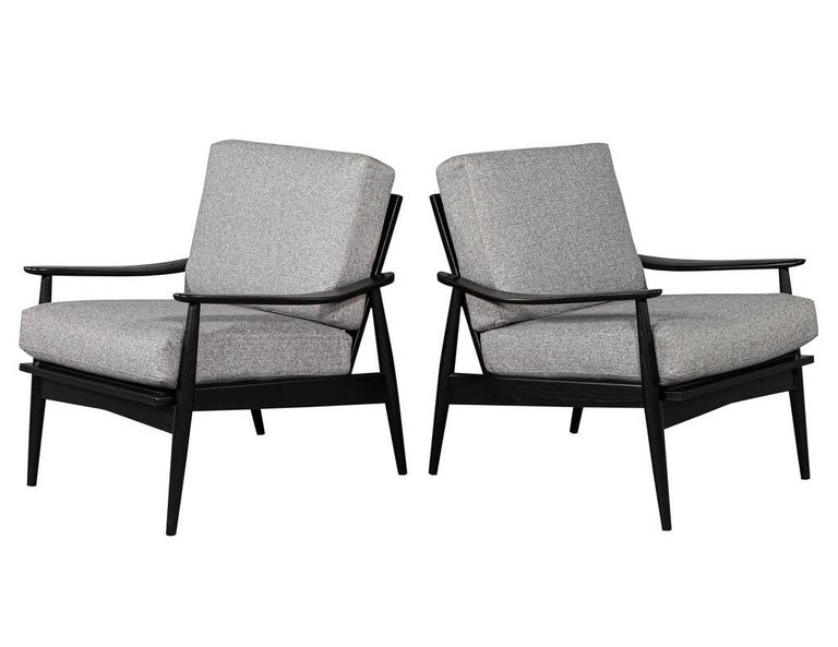 American Pair of Vintage Mid-Century Modern Lounge Chairs For Sale