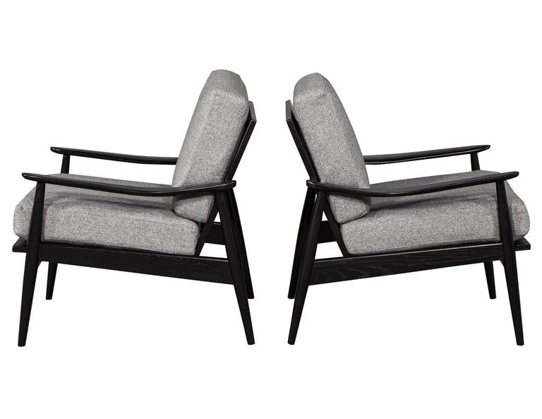 Pair of Vintage Mid-Century Modern Lounge Chairs In Excellent Condition For Sale In North York, ON