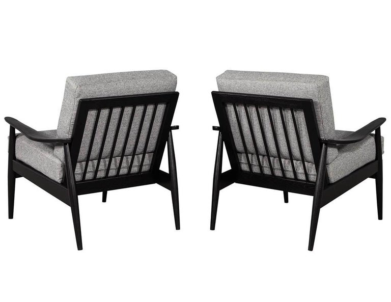 Late 20th Century Pair of Vintage Mid-Century Modern Lounge Chairs For Sale