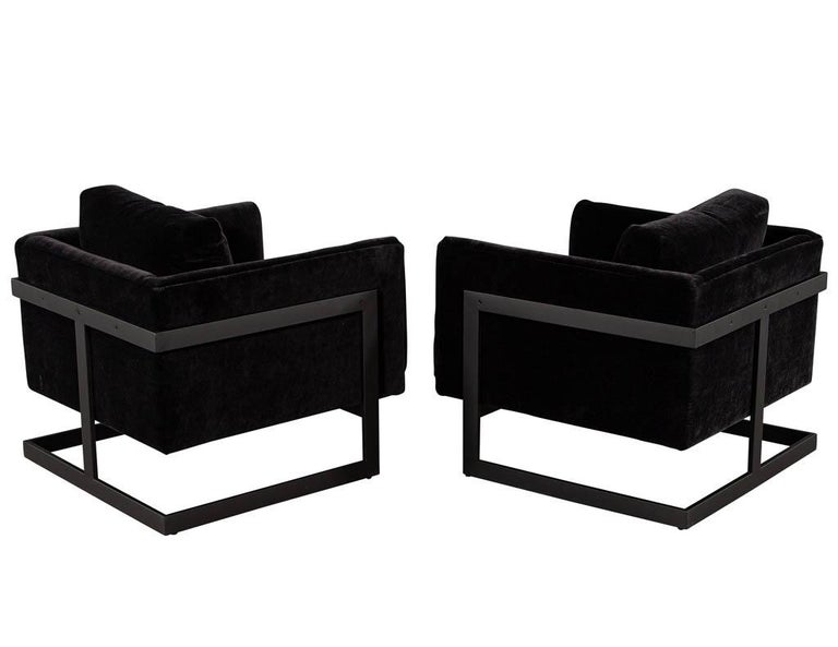 Pair of Vintage Mid-Century Modern Black Lounge Chairs In Good Condition For Sale In North York, ON