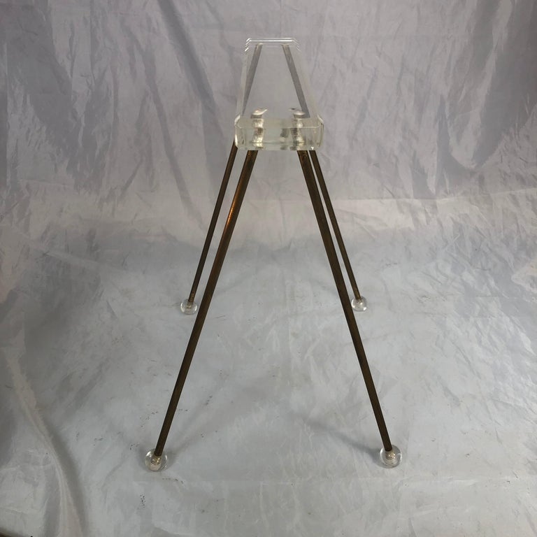 Pair of Vintage Mid-Century Modern Brass and Lucite Stands or Tray Racks For Sale 5