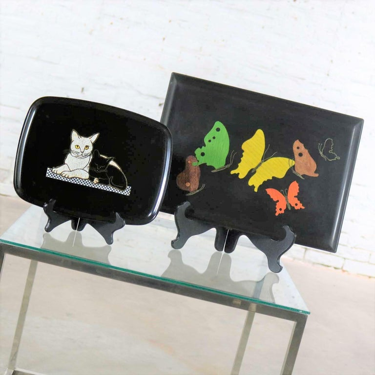 Pair of Mid-Century Modern Couroc of Monterey Black Trays Cats and Butterfly In Good Condition For Sale In Topeka, KS