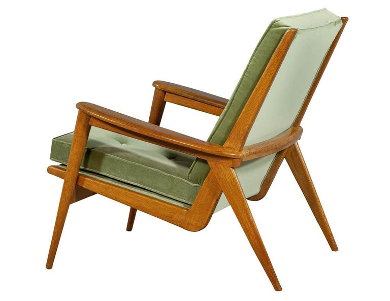 Pair of Vintage Mid-Century Modern Parlor Armchairs In Good Condition For Sale In North York, ON