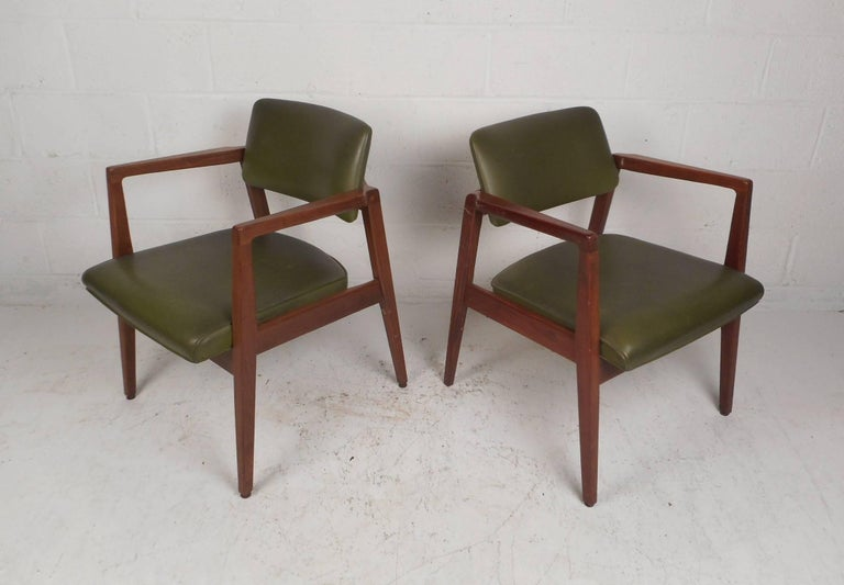 pair of vintage modern lounge chairs for sale at 1stdibs