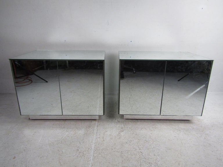 Pair of Vintage Modern Mirrored Cabinets In Good Condition For Sale In Brooklyn, NY