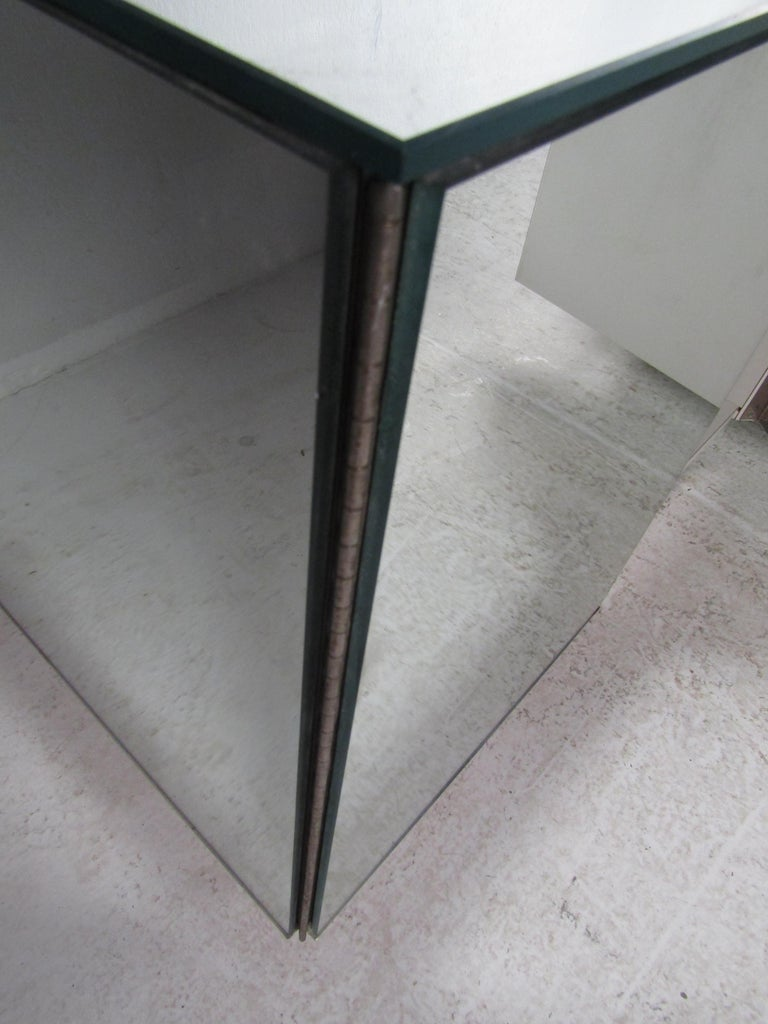 Pair of Vintage Modern Mirrored Cabinets For Sale 3