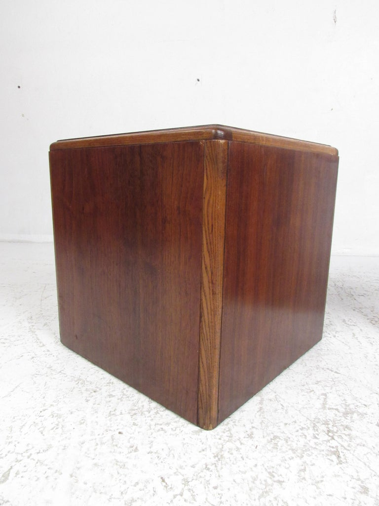 American Pair of Vintage Modern Walnut Cube End Tables by Lane Furniture For Sale