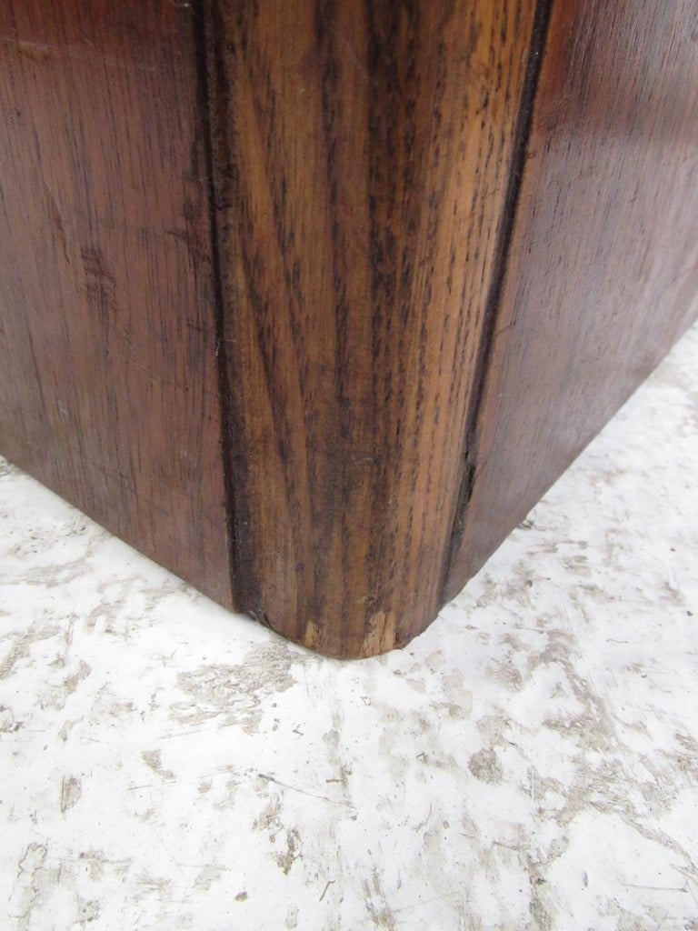 Pair of Vintage Modern Walnut Cube End Tables by Lane Furniture In Good Condition For Sale In Brooklyn, NY