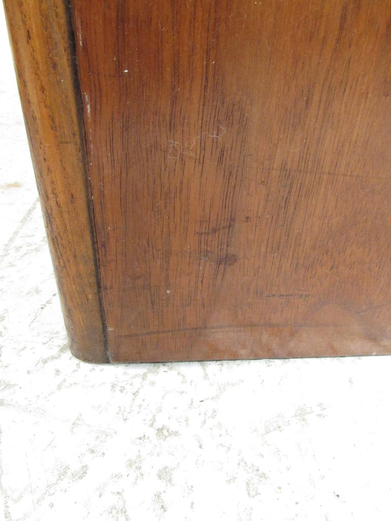 Pair of Vintage Modern Walnut Cube End Tables by Lane Furniture For Sale 2