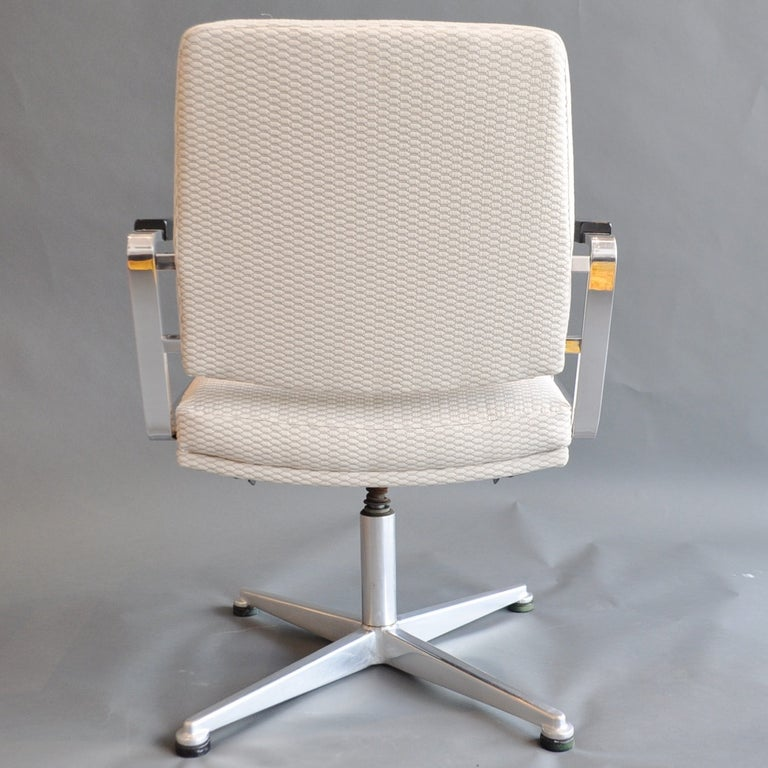 Pair of Vintage Office Swivel Chairs In Good Condition In New London, CT